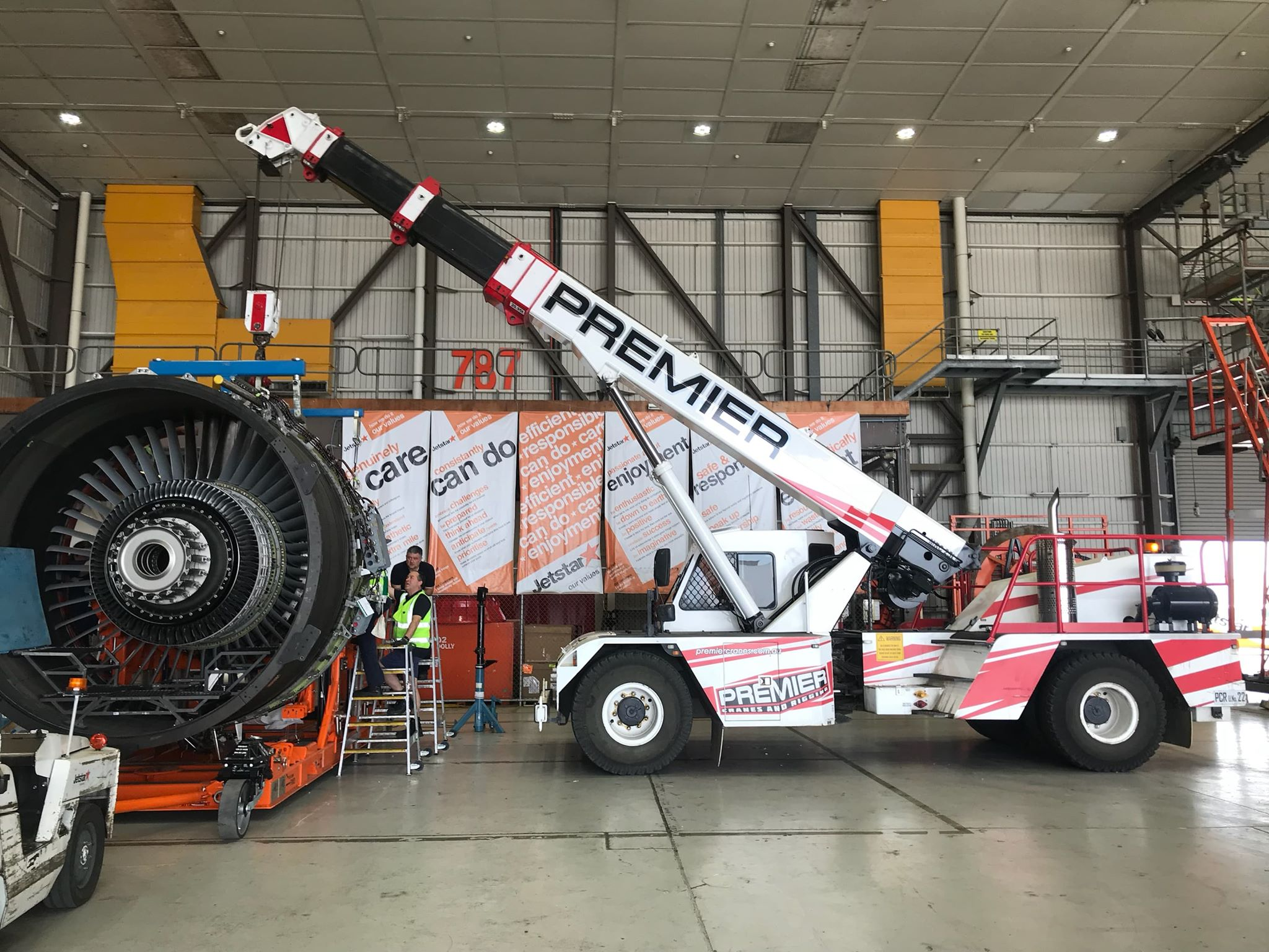 Jet Engine Lift – JETSTAR Melbourne